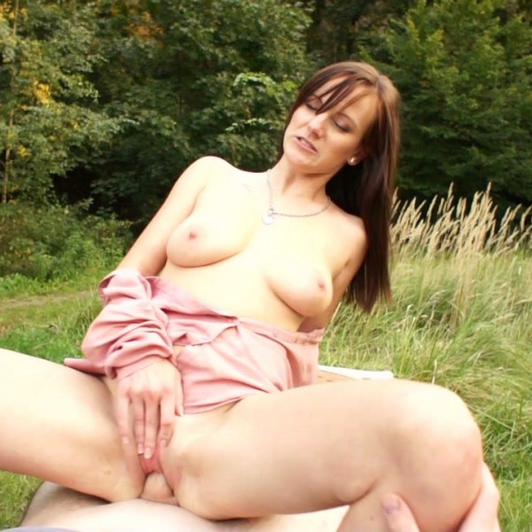 Outdoor quickie - Photo 6 / 16
